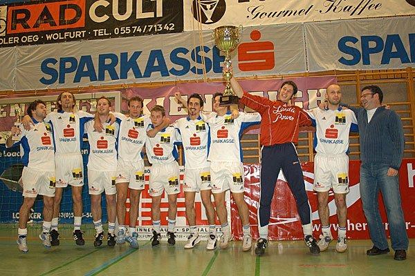 Die Blau-Weißen konnten zuletzt 2005 das Hallenmasters für sich entscheiden. Foto: Knobel/VN
