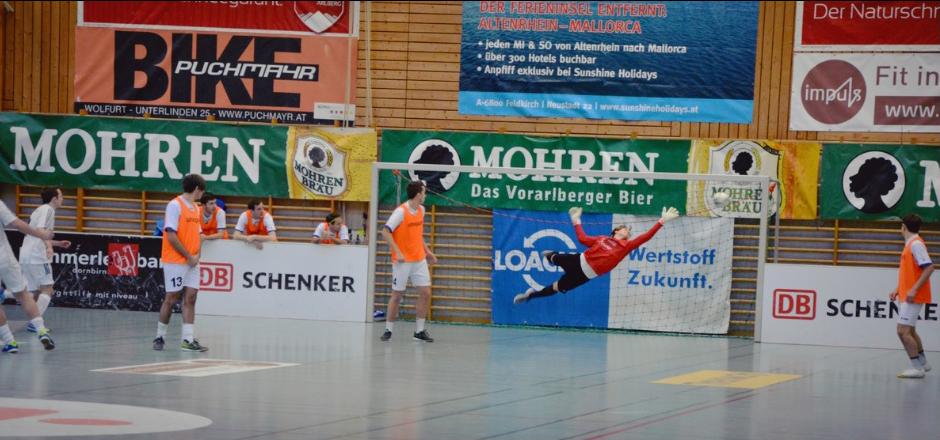 Szene aus dem Eröffnungsspiel: Ex-BW-Spieler Thomas Beck trifft für Göfis. Foto: wearefootball.com